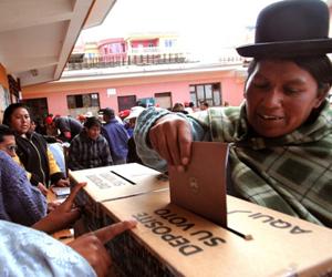 Los bolivianos eligen gobernadores, alcaldes, así como a los legisladores departamentales y concejales municipales.