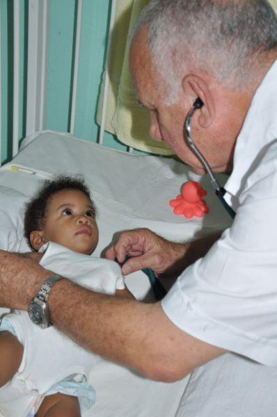 Durante casi 30 años el doctor Miguel Ángel Pérez ha atendido a niños con afecciones cardiológicas dentro de la provincia.