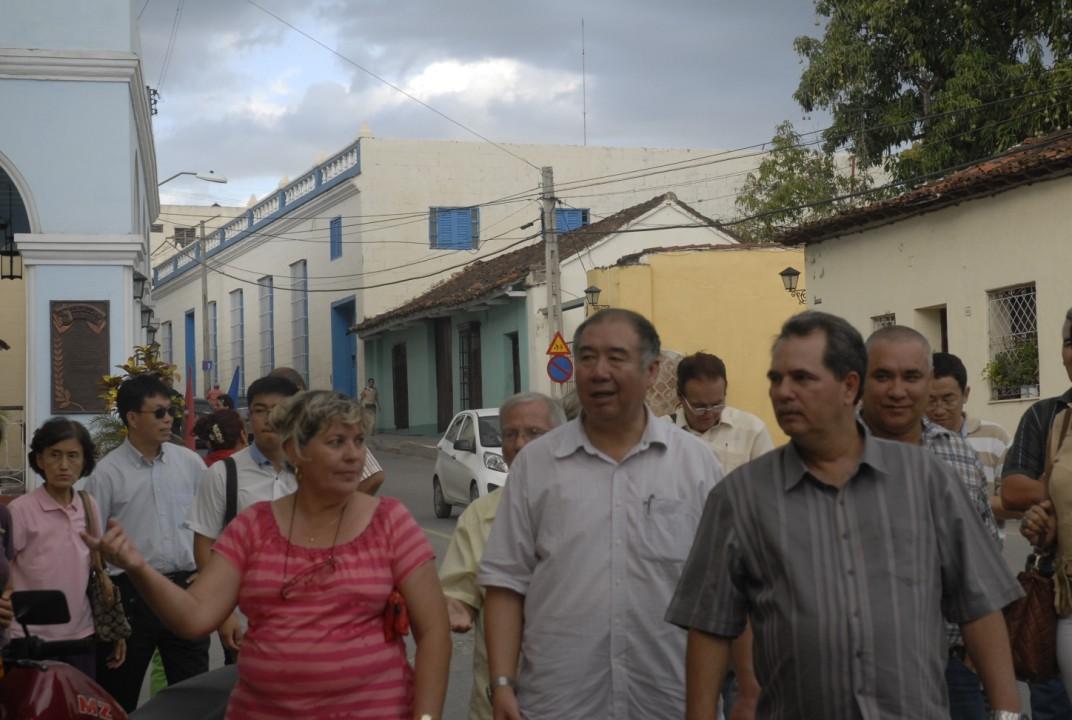 La comitiva visitó áreas del centro histórico espirituano.