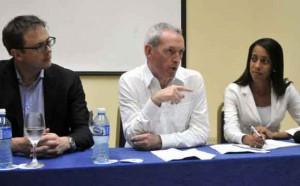 Más de una treintena de compañías británicas mostraron firmes propósitos de establecer negocios con Cuba, reafirmó Lord John Hutton en conferencia de prensa. Foto: Alberto Borrego