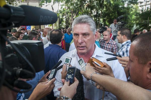 Miguel Díaz-Canel ofreció declaraciones a la prensa durante el acto de entrega de libros de firmas en solidaridad con el pueblo de Venezuela. Foto AIN.