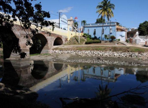 Los trabajadores del Matadero han convertido al río Yayabo en un reservorio de sus desechos.