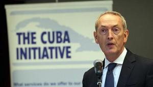 El copresidente de la Iniciativa Cuba, John Hutton, durante la apertura del seminario de negocios.