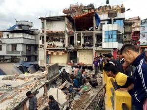 En menos de medio minuto, el sismo destruyó miles de viviendas y edificios, cortó carreteras y servicios eléctricos y telefónicos. Foto: Reuters.