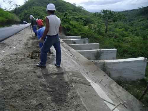 La creación de paseos y el revestimiento de cunetas y taludes suman garantía en el tramo Limones Cantero-Seibabo.