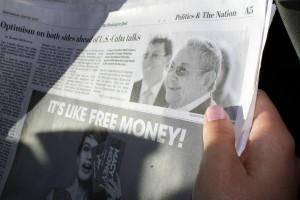 """El periódico The Washington Post  titulaba """"Optimismo en ambas partes de cara a las conversaciones entre Cuba y Estados Unidos"""", en su edición de este 20 de mayo de 2015.  Foto AIN."""