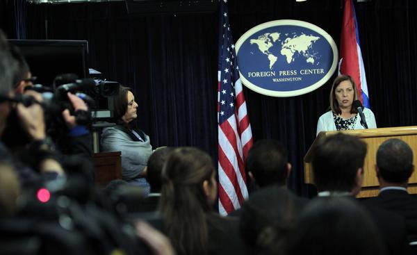 Josefina Vidal durante la conferencia de prensa en el marco de la III Ronda de Conversaciones Cuba-EUA. Foto Ismael FRANCISCO.