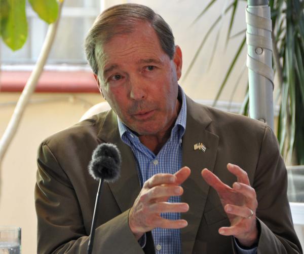 Tom Udall, senador de Nuevo México, durante la conferencia de prensa ofrecida en La Habana.Foto AIN.