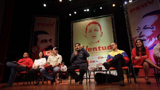 Maduro exhortó a los jóvenes a no fomentar individualismos y a moldearse a sí mismos como la sociedad que desean para el país. Foto AVN.