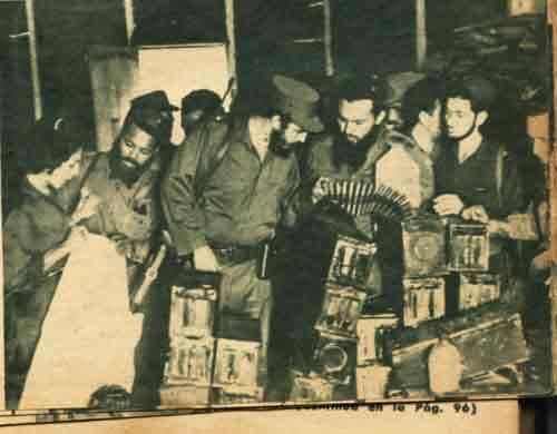 Incluso ya en la conspiración batistiano-trujillista abortada en agosto de 1959 se confería al Escambray un papel protagónico. En la foto Fidel revisa las armas capturadas