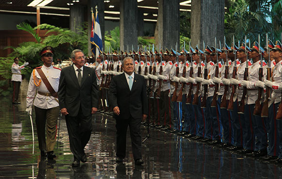 Recibimiento oficial a Salvador Sánchez Cerén en la sede del Consejo de Estado.