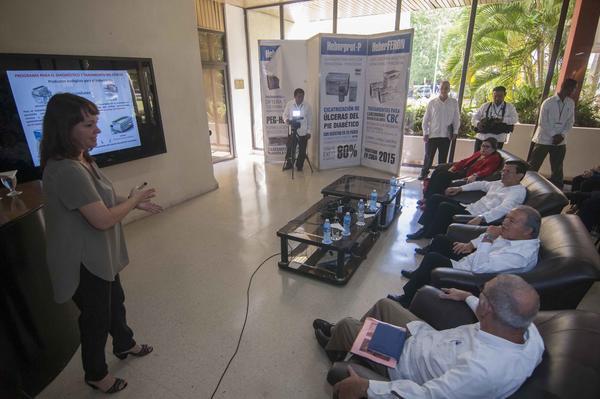 Sánchez Cerénvisitó las instalaciones del Centro de Ingeniería Genética y Biotecnología. Foto AIN