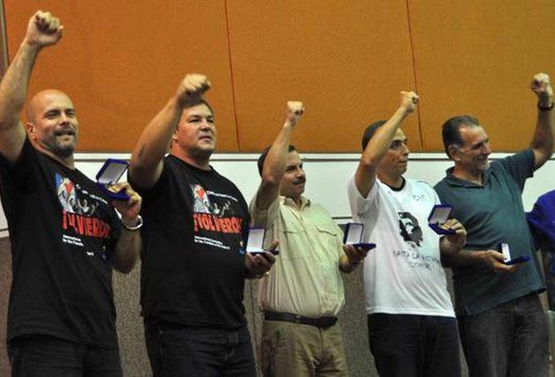 Celebran mineros de Sudáfrica visita de antiterroristas cubanos
