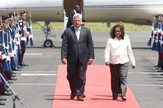 Díaz-Canel fue recibido  por la viceministra de Relaciones Exteriores, Liduvina Magarín.