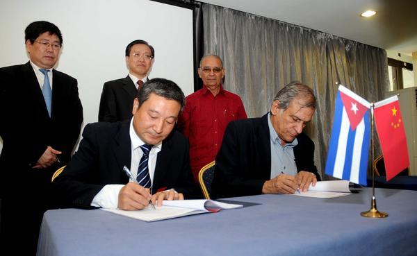 Cuba y China firmaron 11 acuerdos, que abren paso a nuevos proyectos de colaboración para el período 2015-2017. Foto AIN.