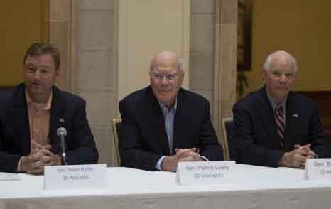 Senadores de EEUU en rueda de prensa en el Hotel Saratoga, La Habana. Foto: Ismael Francisco.