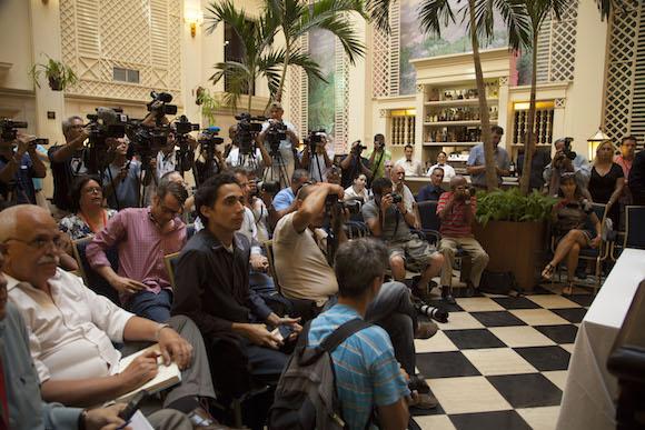 Conferencia de prensa en el Hotel Saratoga. Foto: Ismael Francisco.
