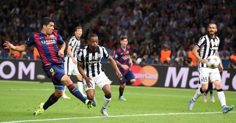Luis Suárez aportó la ventaja de 2-1 al Barcelona.