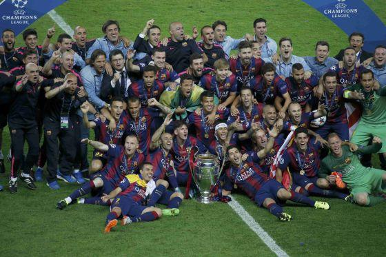 Los jugadores del Barcelona celebran la Champions. Foto Reuters.