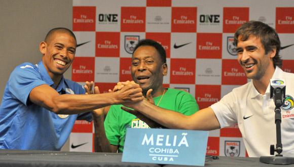 Pelé y Raúl González Blanco, se sentaron a la mesa junto al capitán del once nacional, Yenier Márquez.