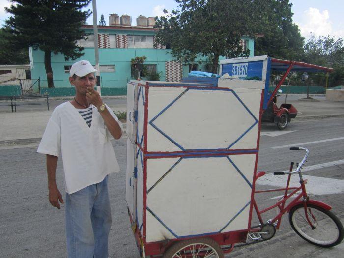 sancti spiritus, venededores de pan, cadena cubana del pan, cuentapropistas