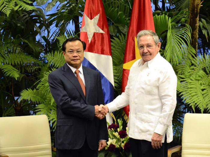 El alto dirigente político vietnamita realiza una visita de intercambio en nuestro país.