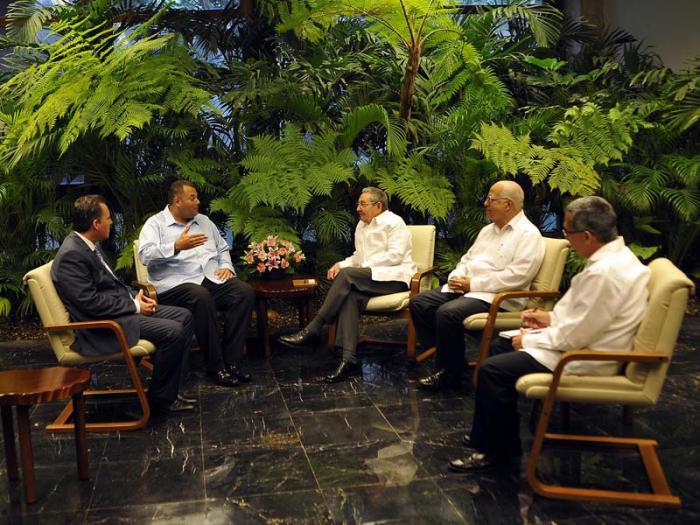 Durante el fraternal encuentro, intercambiaron sobre el avance de los vínculos políticos y las oportunidades para el incremento de la cooperación entre ambas naciones.