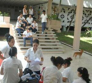 En estos centros educativos hay que incrementar los espacios que permitan polemizar, asegura Alejandro Mesa.