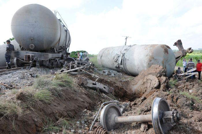 El accidente ocasionó graves daños materiales en la línea férrea.