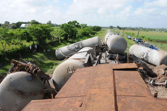 En las cercanías de la estación de Piedra, lugar de mayor impacto, se descarrilaron cinco silos.