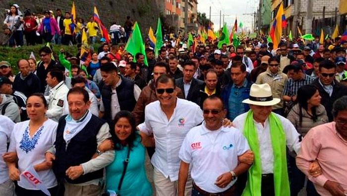 Con movilizaciones, debemos demostrar que somos más, muchísimos más, exhortó este sábado Correa.