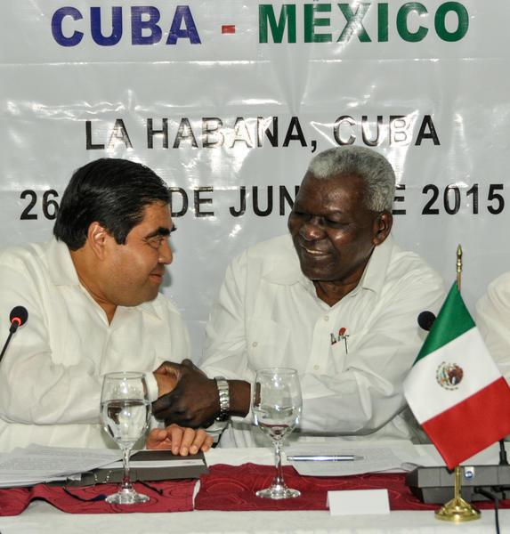 En el encuentro se reiteró la afinidad histórica y la sostenida relación de amistad entre los pueblos, gobiernos y parlamentos de Cuba y México.