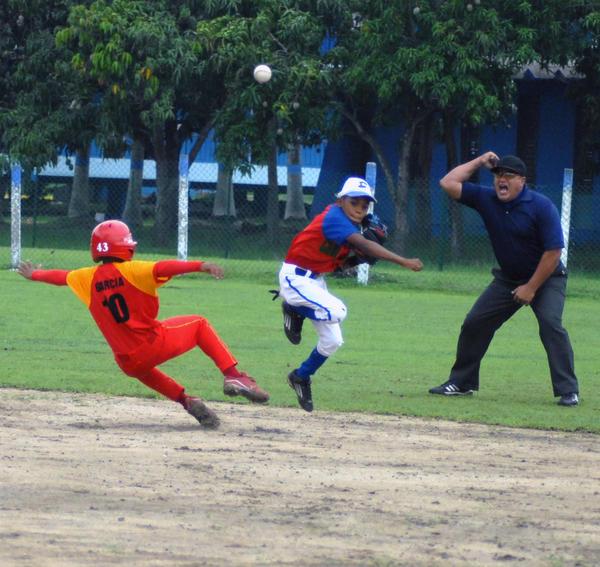 Estos peloteritos derrocharon adrenalina en cada jugada. Foto Oscar Alfonso.