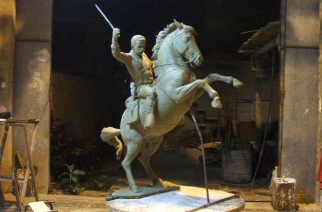 La estatua aportaría un elemento de interés histórico al centro de la ciudad.