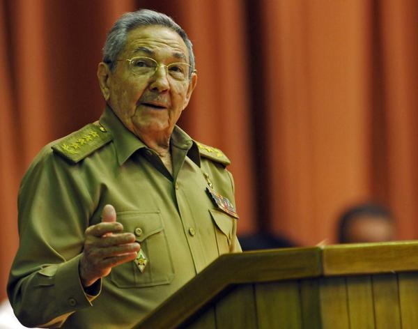 Raúl durante su intervención en  la sesión plenaria  del  V Período Ordinario de Sesiones de la VIII Legislatura de la Asamblea Nacional del Poder Popular. Foto AIN.
