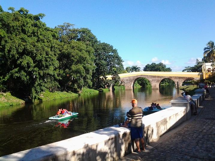 Los paseos permitirán apreciar los encantos de esa porción del río y del legendario puente construido sobre el mismo. Foto Delia Proenza.