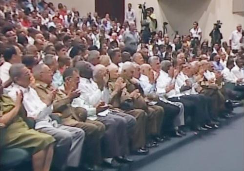 Con la asistencia del primer vicepresidente, Miguel Díaz Canel, y el vicepresidente, José Ramón Machado Ventura, se desarrolla la sesión solemne de la Asamblea Municipal de Santiago de Cuba. Foto Sierra Maestra.