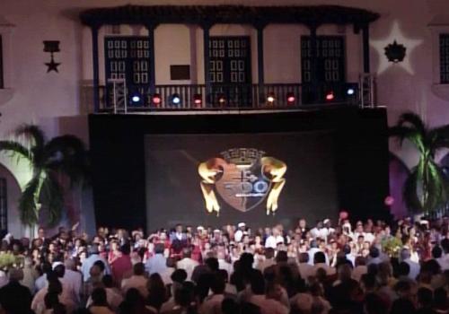 En el escenario interactuaron distintas generaciones, incluidas las de las más recientes hornadas de la enseñanza artística en Cuba. Foto Sierra Maestra.