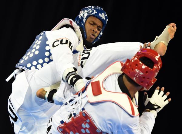 Rafael Alba (de azul), conquistó este miércoles medalla de oro en el Taekwondo de los XVII Juegos Panamericanos Toronto 2015.