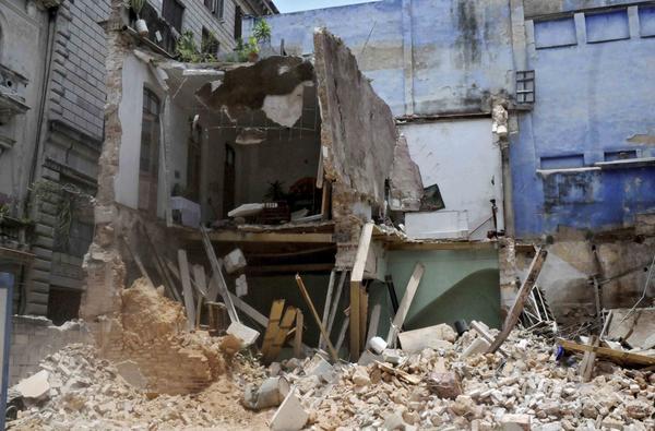 CUBA- SE PRODUCE UN DERRUMBE EN LA HABANA VIEJA