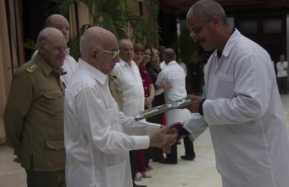 cuba, ebola, medicos cubanos, raul castro, africa occidental, sierra leona, contingente henry reeve,