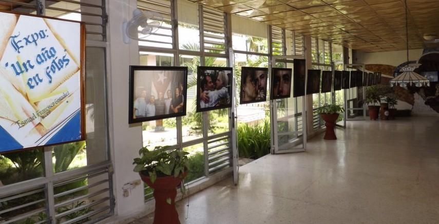 """En el inicio de la jornada, se inauguró la exposición de Ismael Francisco """"Un año en fotos"""". Foto: Wilber Zada/ Radio SS."""