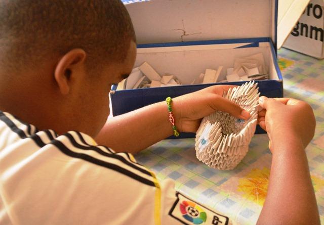 La técnica del origami requiere de gran precisión para elaborar las figuras.