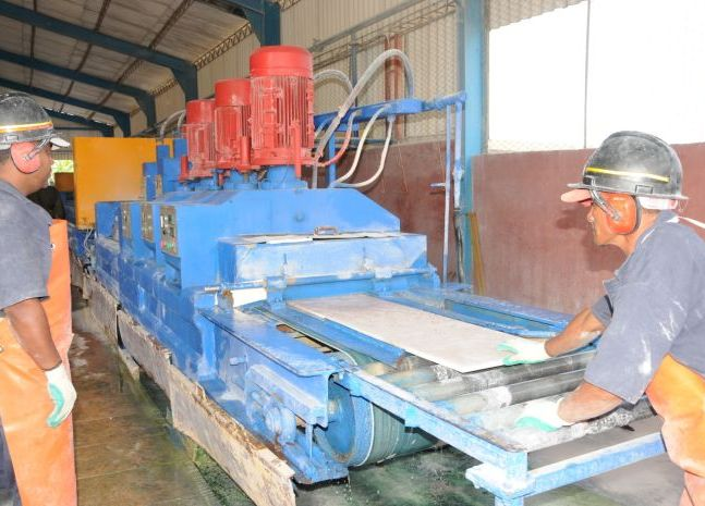 Estrenan l nea de producci n en m rmoles del centro for Con que se limpia el marmol manchado