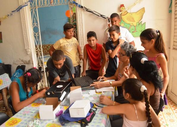 Las actividades realizadas desarrollan las aptitudes artísticas y habilidades manuales de los niños. (Fotos Carlos L. Sotolongo)