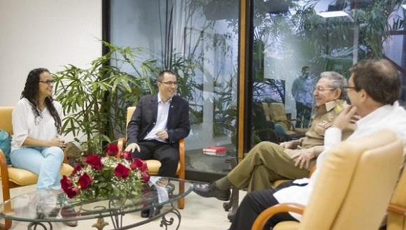 Raúl y Arreaza expresaron su satisfacción por el excelente estado de las relaciones bilateral y su desarrollo ascendente.