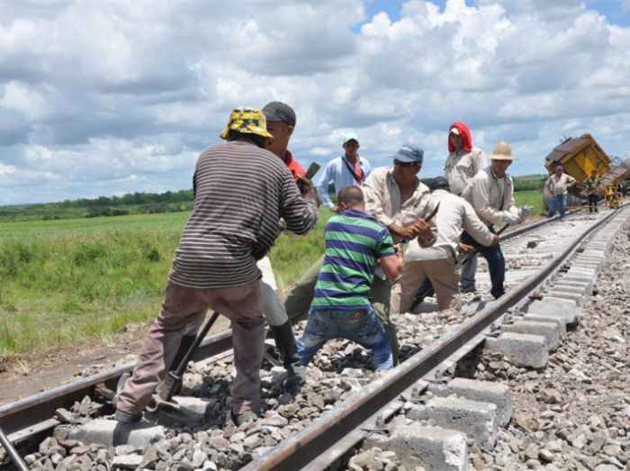 sancti spiritus, ferrocarriles, via ferrea, descarrilamiento de tren, taguasco