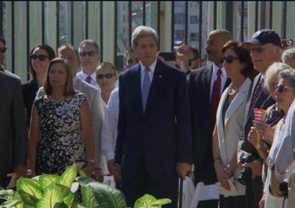 John Kerry preside ceremonia de izamiento de bandera de Estados Unidos en Cuba. (Foto: Departamento de Estado)