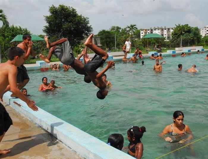 sancti spiritus, verano, etapa estival, piscina, altas temperaturas