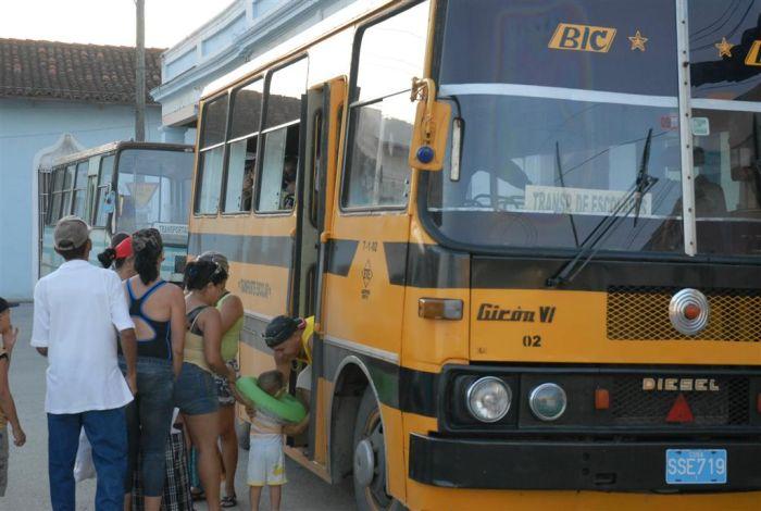 Los viajes hacia las playas se organizarán a través de los Consejos Populares. (Foto: Reidel Gallo)